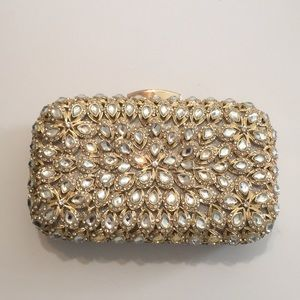 Clutch purse with shoulder strap detachable
